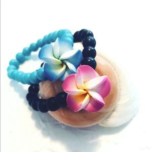 Jewelry - Tropical bead bracelets with colorful flowers NWOT